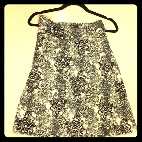 Tranquility by Colorado Clothing Dresses & Skirts - B&W Paisley Athletic Skirt